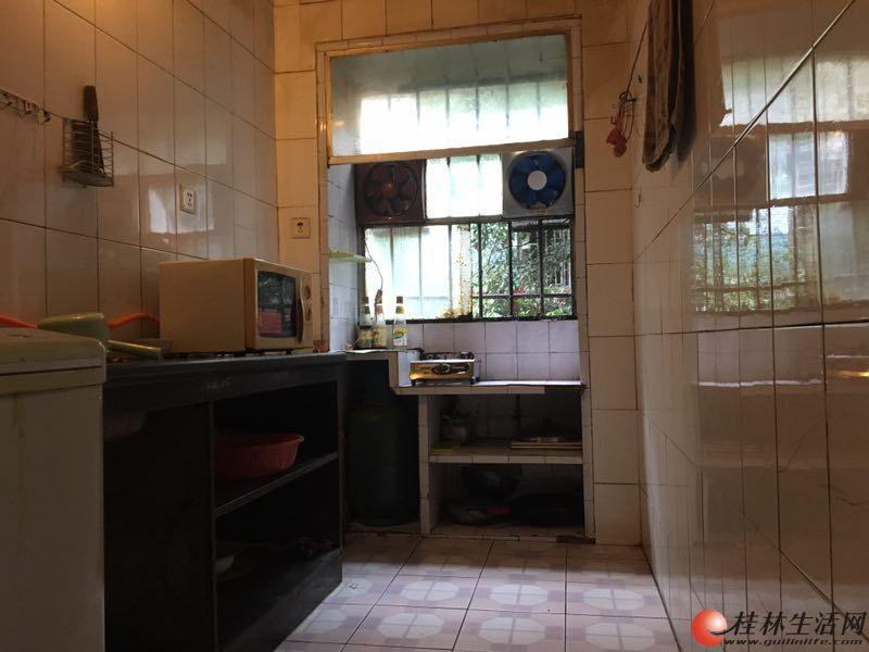 丽君路2房1厅3楼中装干净配家具家电采光通风租金1000元