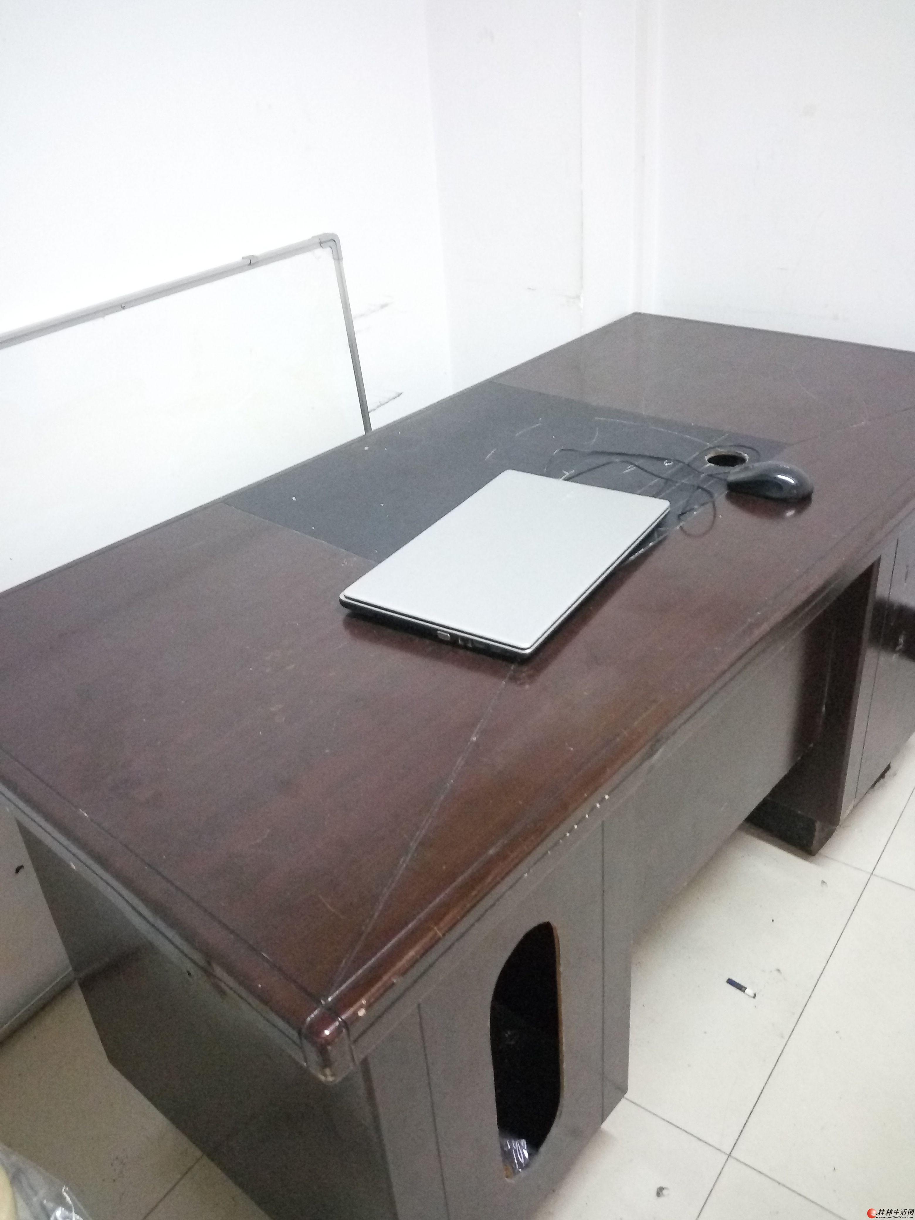 办公桌、椅,储物柜,电脑。都在八九成新,欢迎骚扰。