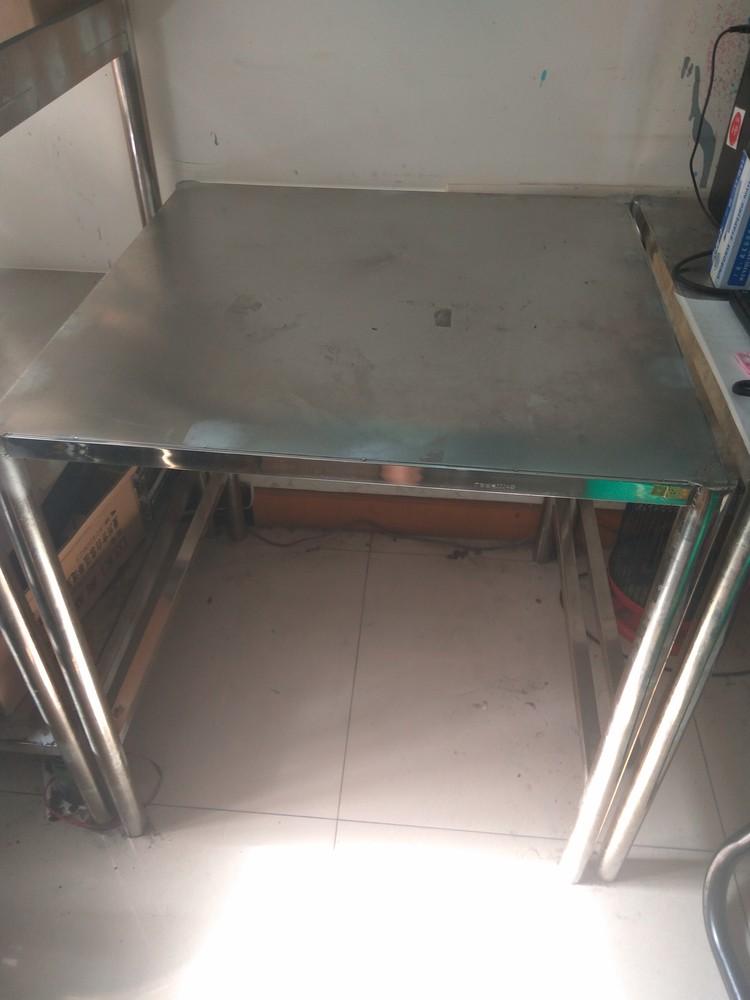 公司出售一批办公用品-不锈钢桌子