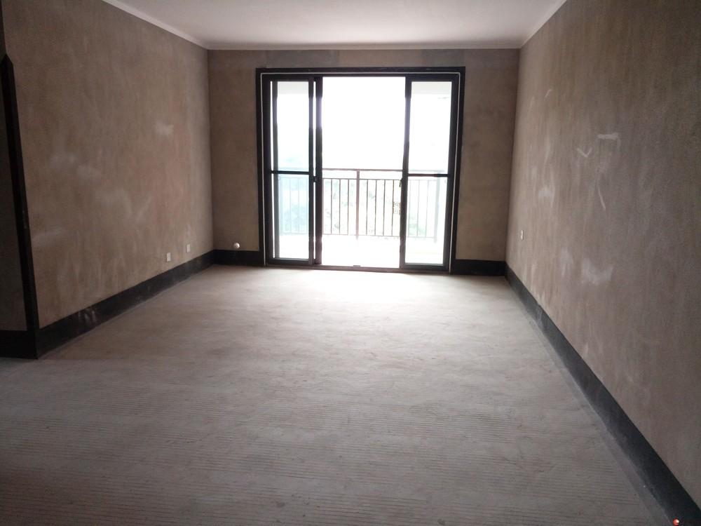 出售,彰泰睿城,3房2厅2卫,电梯10楼,124平米,110万,简装,小区有游泳池