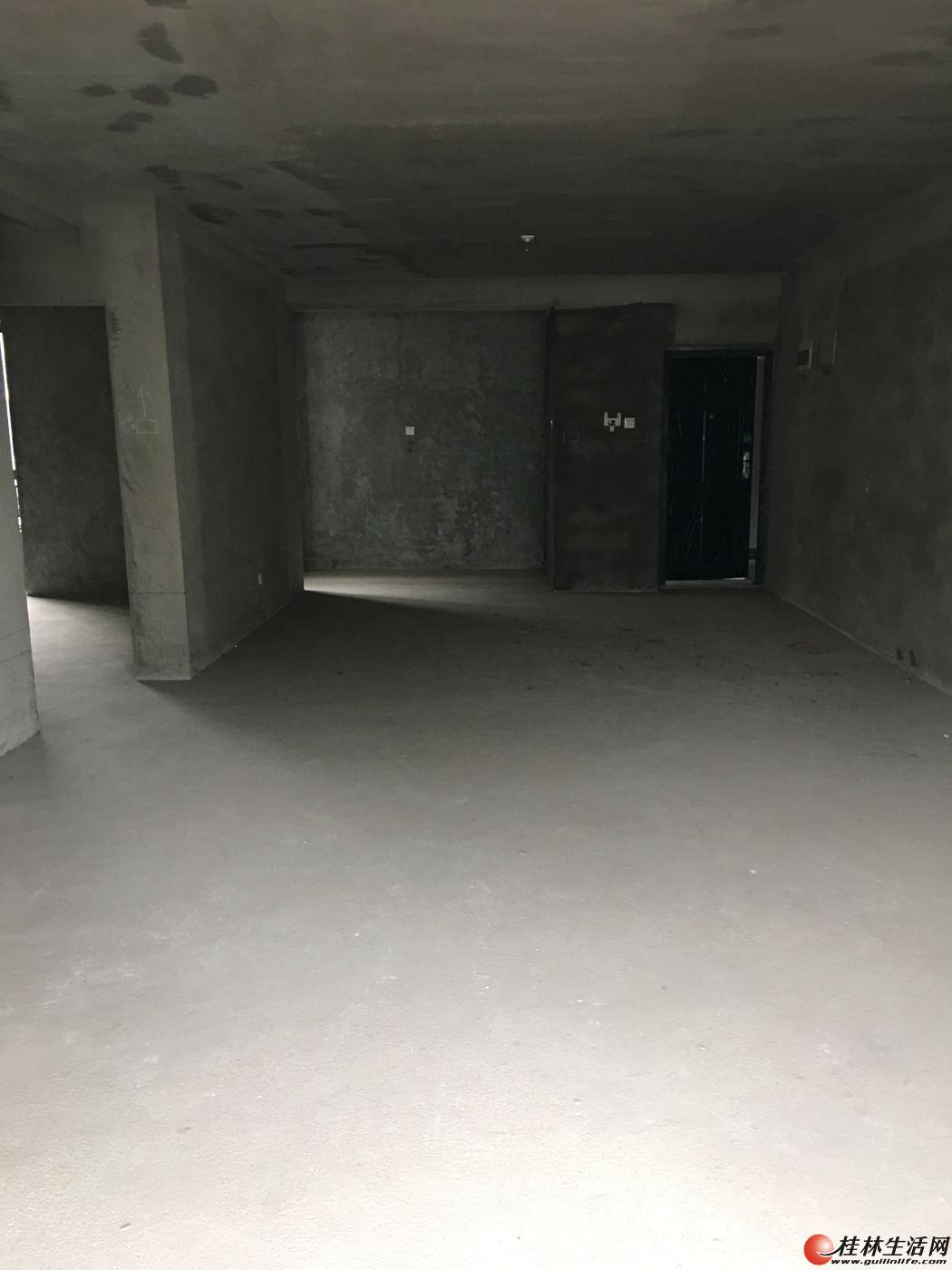 L安厦世纪城 3房2厅125㎡+40㎡的露台 白菜价88万