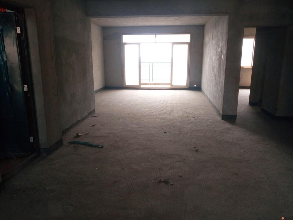 瓦窑德天广场旁幸福家电梯10楼清水景观大3房134平米78万