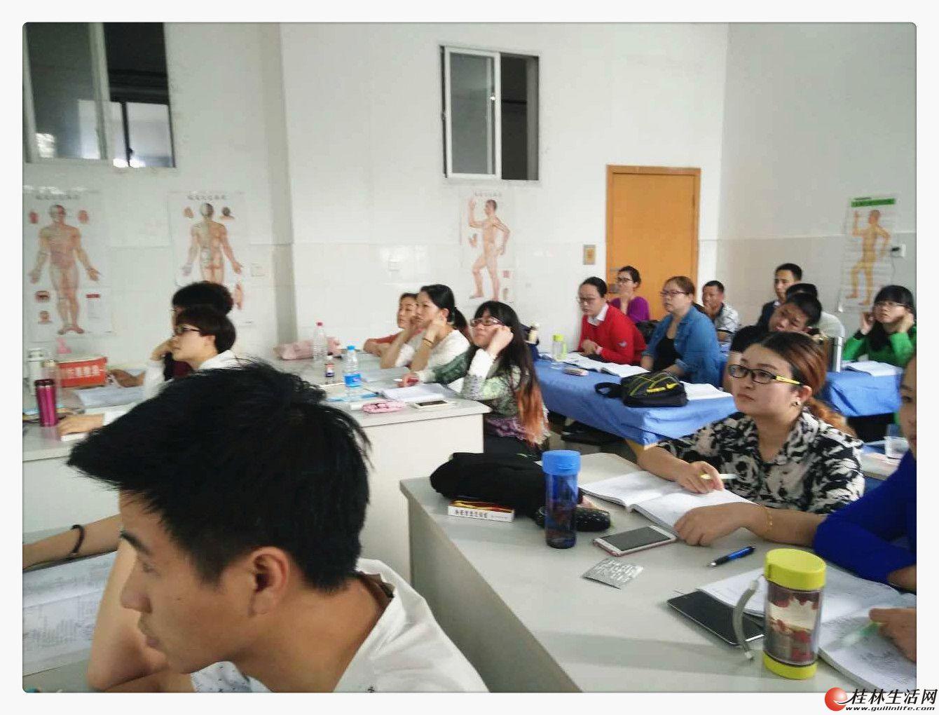 我在桂林想找专业针灸班报名学习学费多少?广西最好针灸技能学校