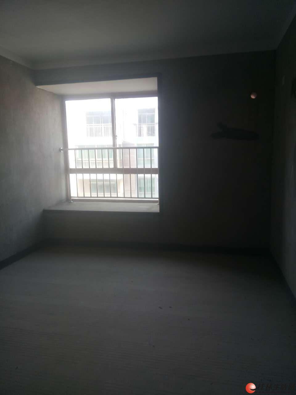 湖光山色三房两厅两卫85W清水房