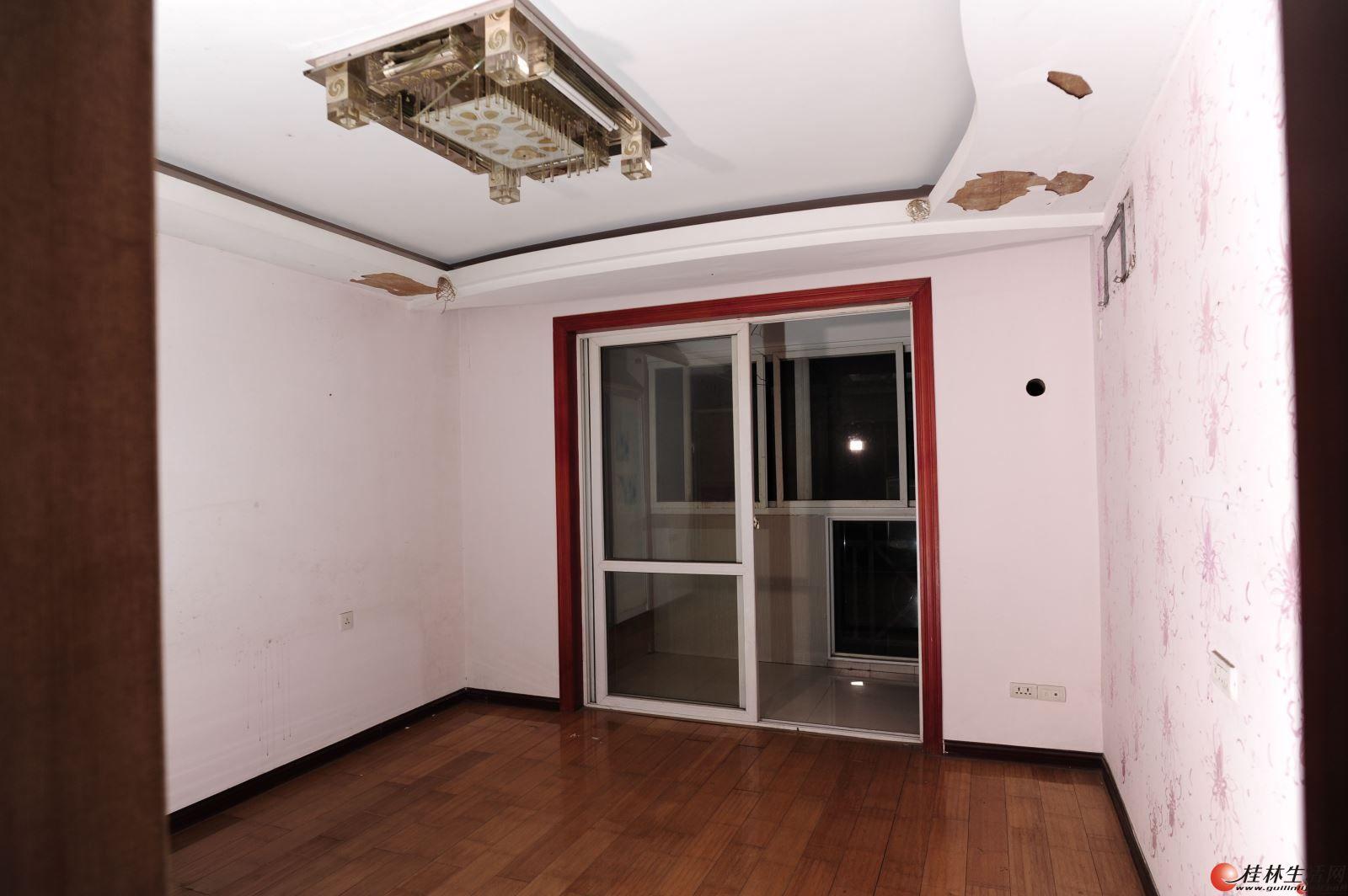 丰泽园小区 黄金3楼 大4房2厅2卫168㎡ 仅售90万