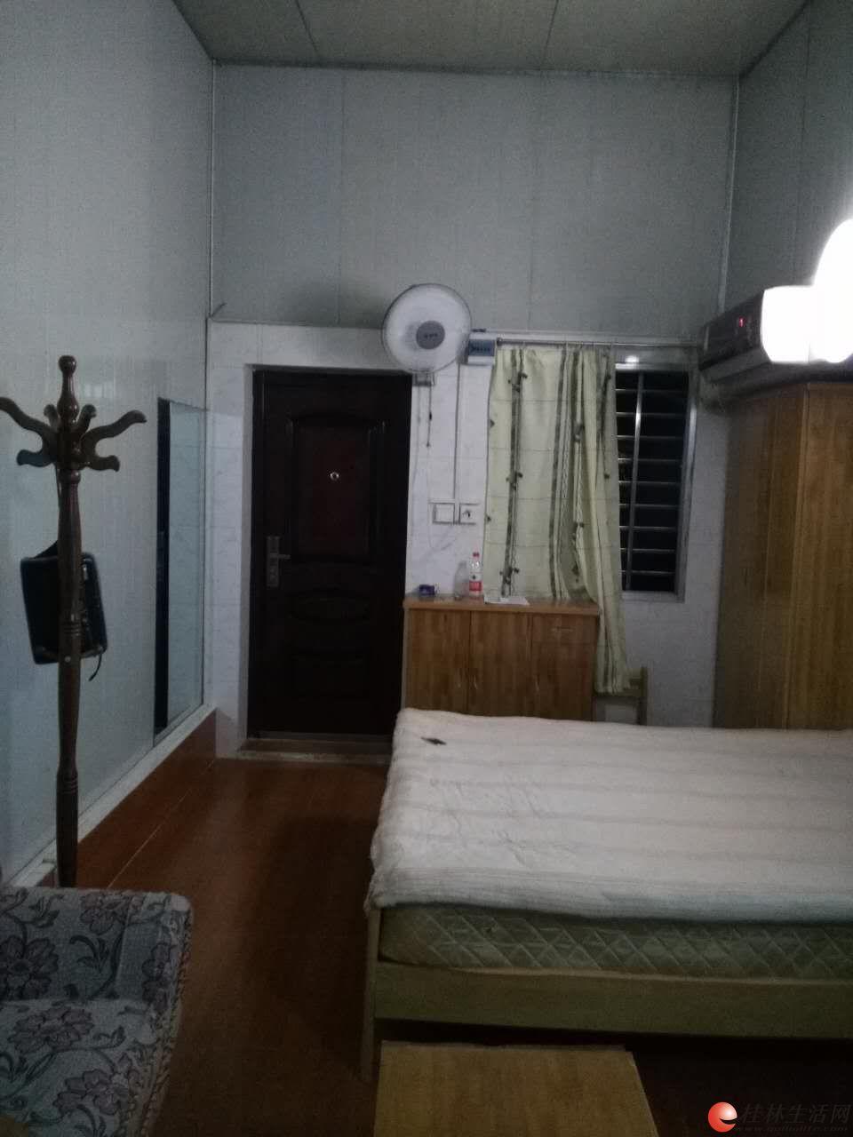 九岗岭 2楼大单间配套精装出租 700元/月 有空调冰箱洗衣机电视热水器床衣柜沙发等