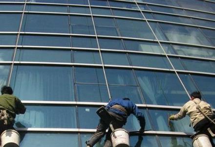 桂林专业蜘蛛人 外墙清洗 玻璃幕清洗 各种高空作业
