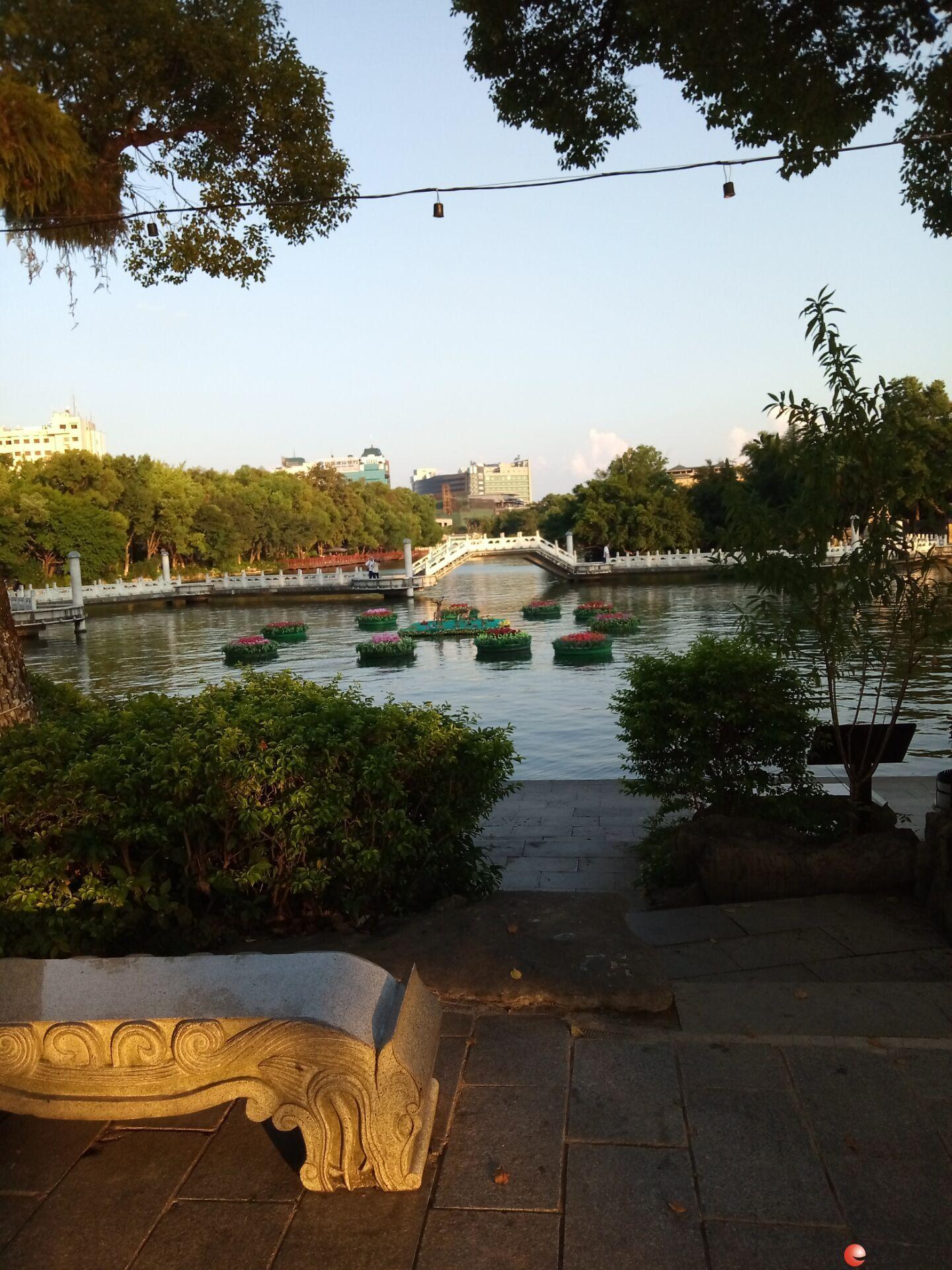 t市中心楼下就是古南门 在家就可以看见两江四湖