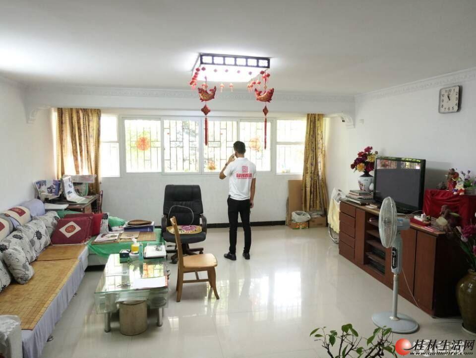 三里店 普陀路 香山画苑 垫高一楼 3房2厅2卫带100平花园 105万