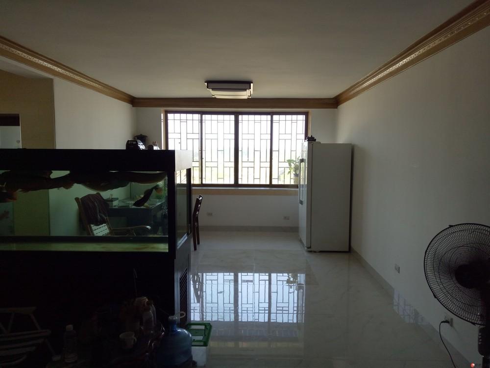 超值三房两厅低价出售。