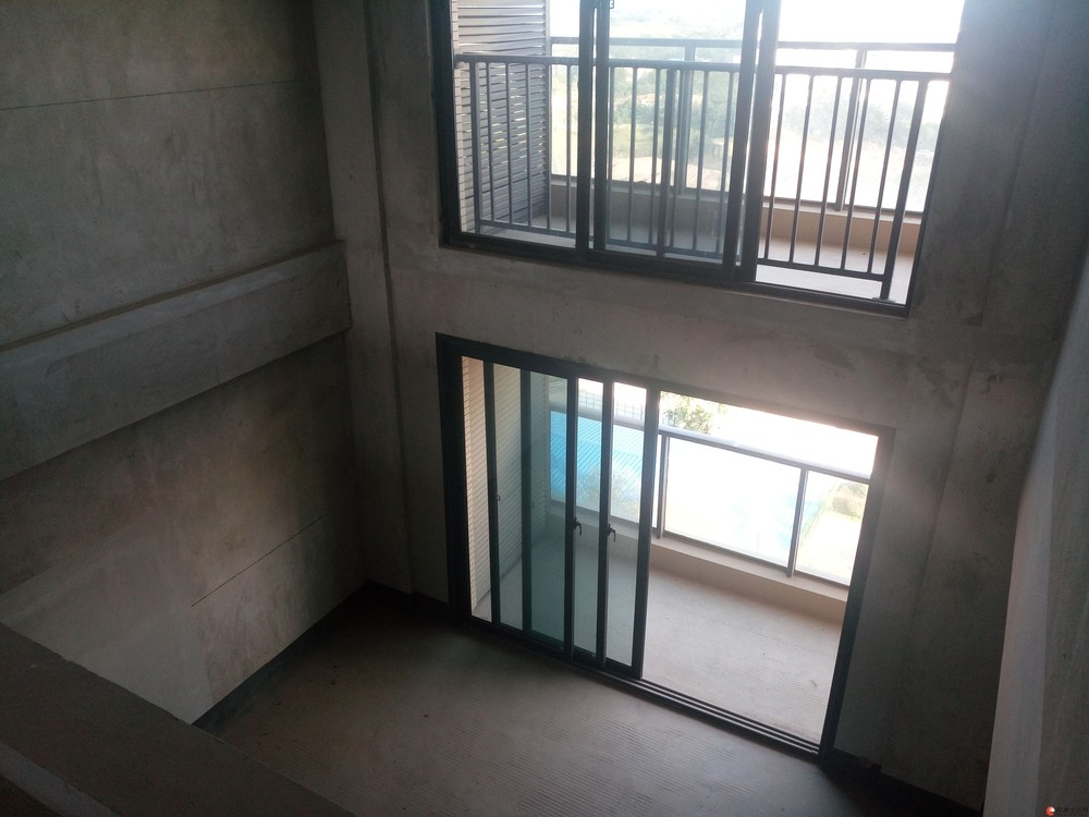 漓江畔安厦漓江大美两层复式露台天面独用两个车位包更名180万