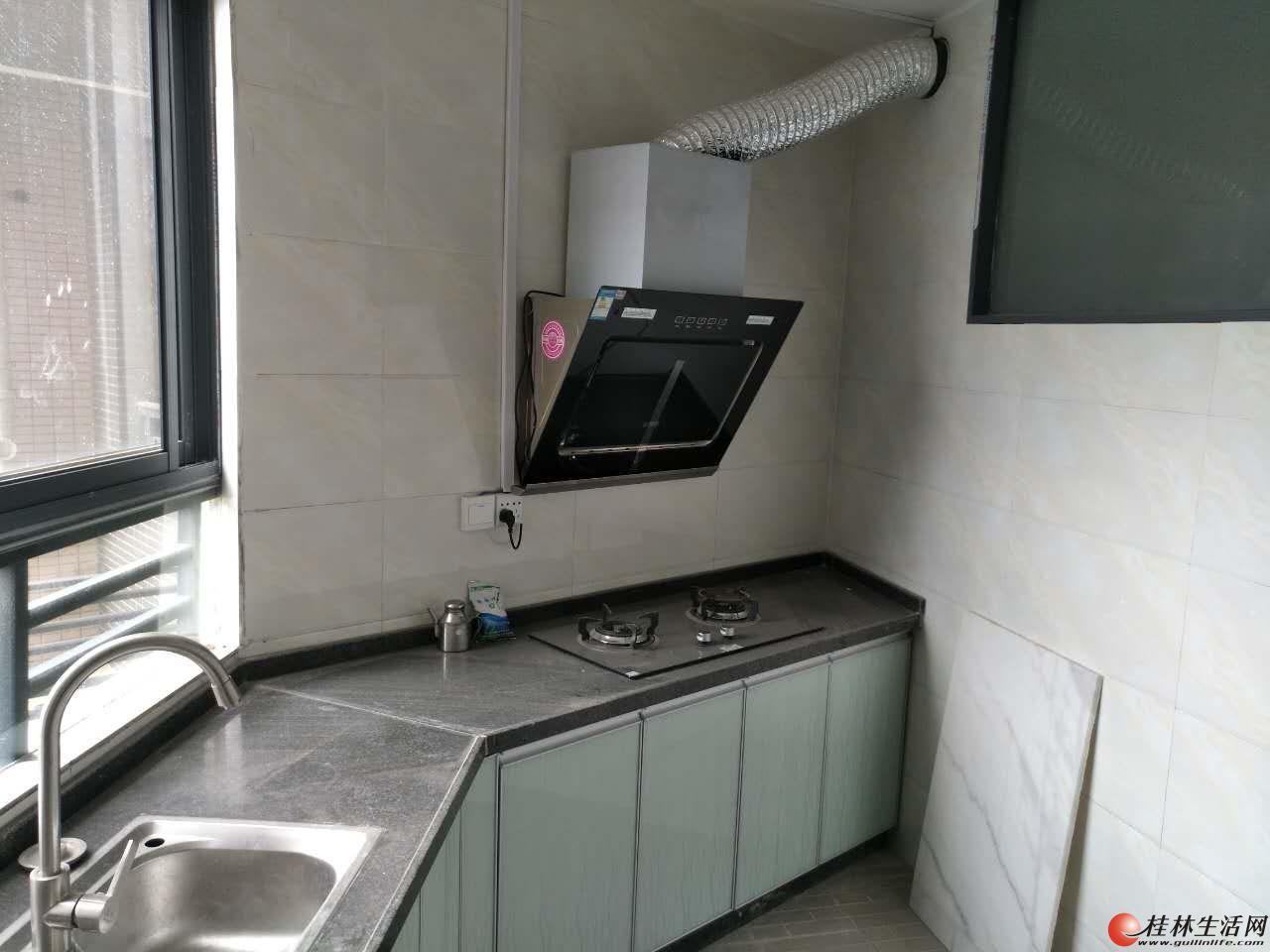 怡和东岸 2房2厅1卫 电梯  精装  两台空调  96平方米  小区环境好  1800元月  家电齐