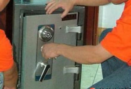 全桂林连锁10分钟上门开锁换C级锁芯开保险柜汽车锁公司电话