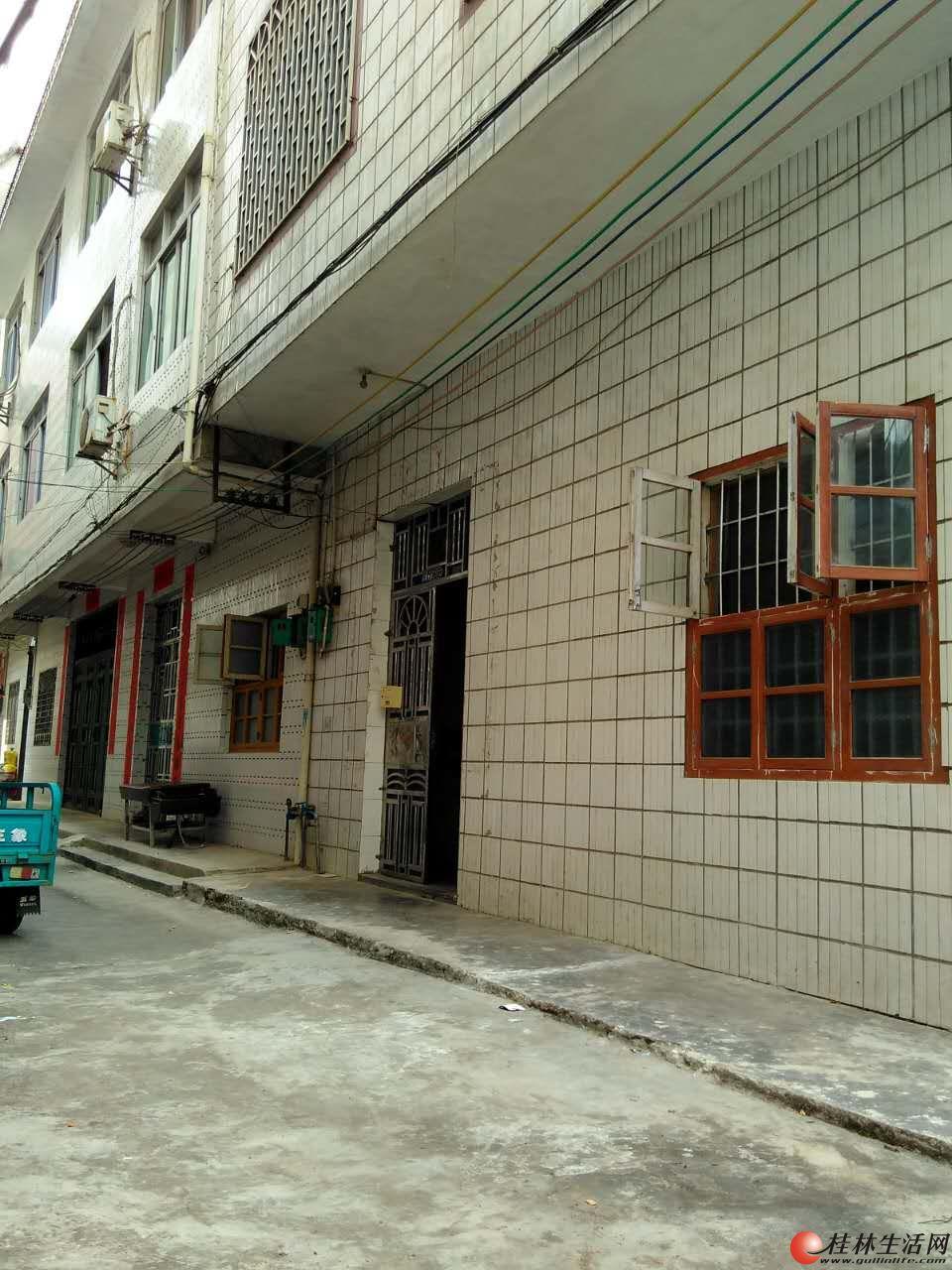 桂林 平乐县城 黄埔路 整栋房出售(不临街不爬坡不淹水)82万可议