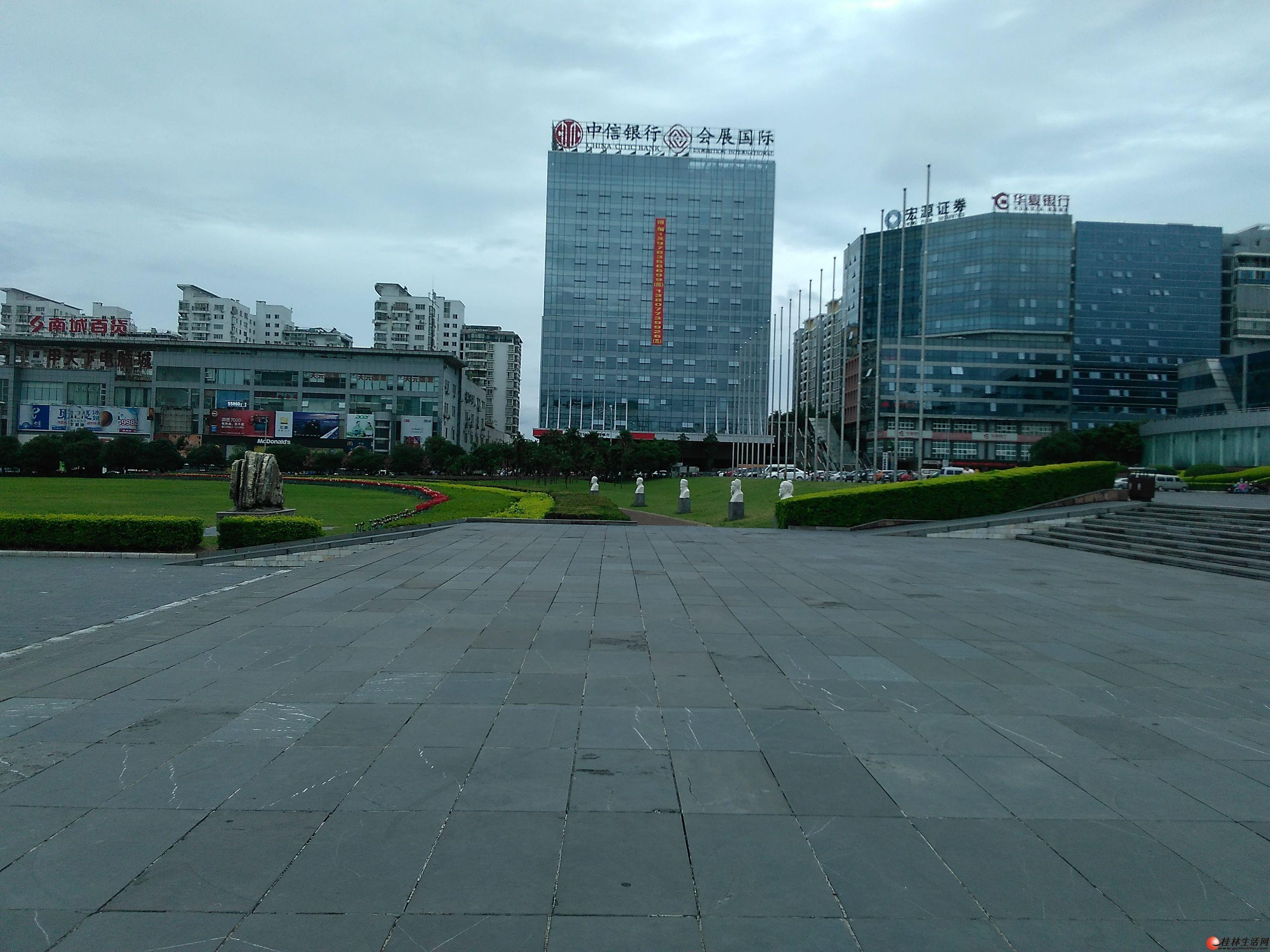 M七星区甲天下广场中软现代城1房1厅电梯