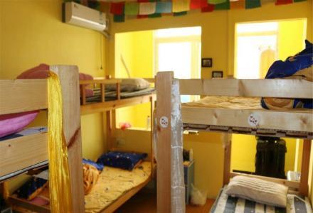 青年旅社床位出租400每月,日租30每天
