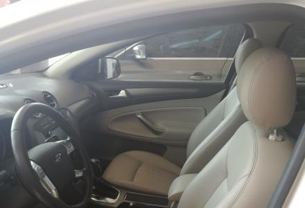 此车新款的蒙迪欧致胜,车主是一位美女开的,室内和新车没有区别,新得让你不敢相信。