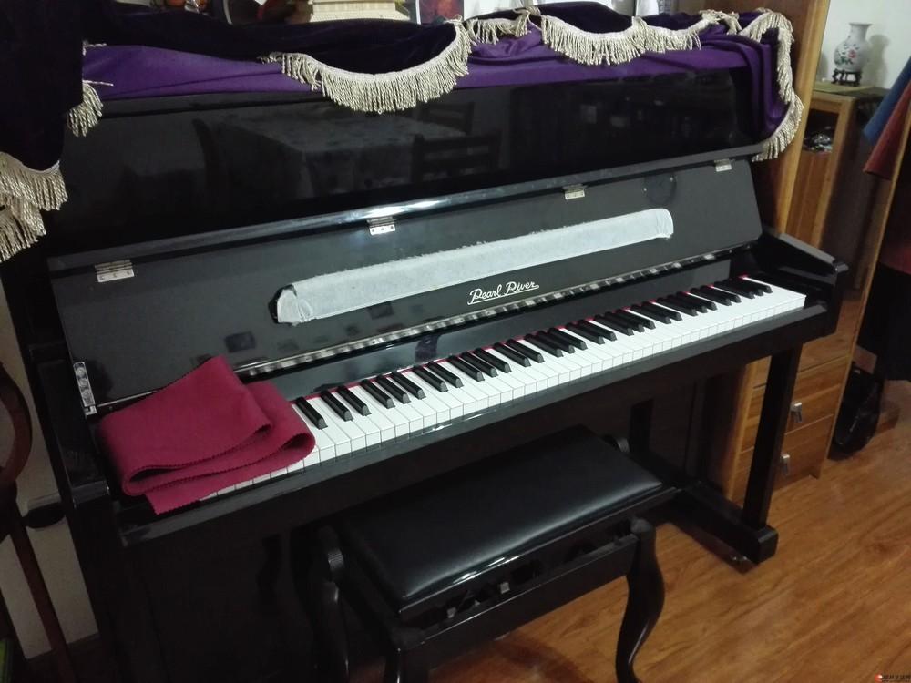 出售几乎全新珠江钢琴一台(型号UP120)