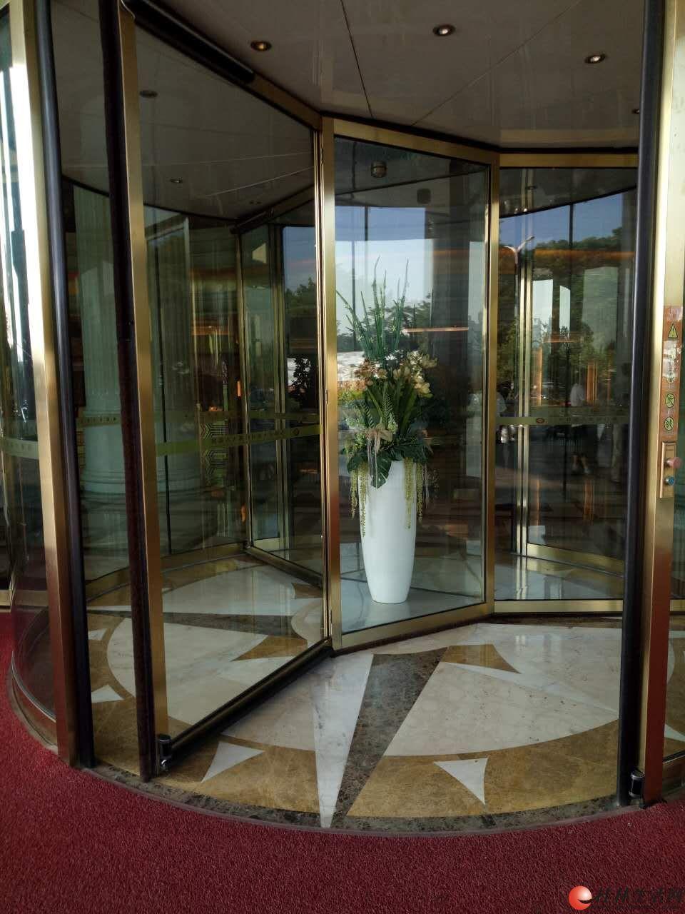 专业电动三翼旋转门设计安装、维护保养、销售!免费技术咨询