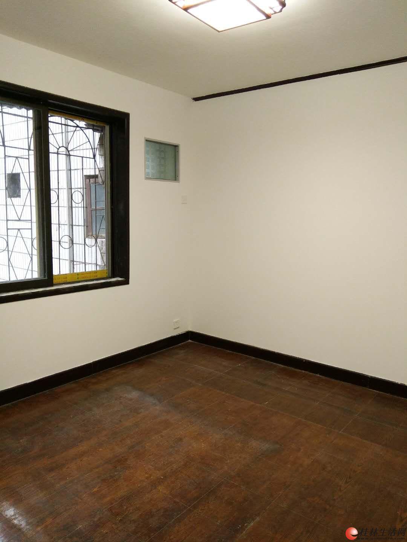 L清风西一里黄金3楼 3房2厅1卫 户型方正 南北通透 79平42万出售。