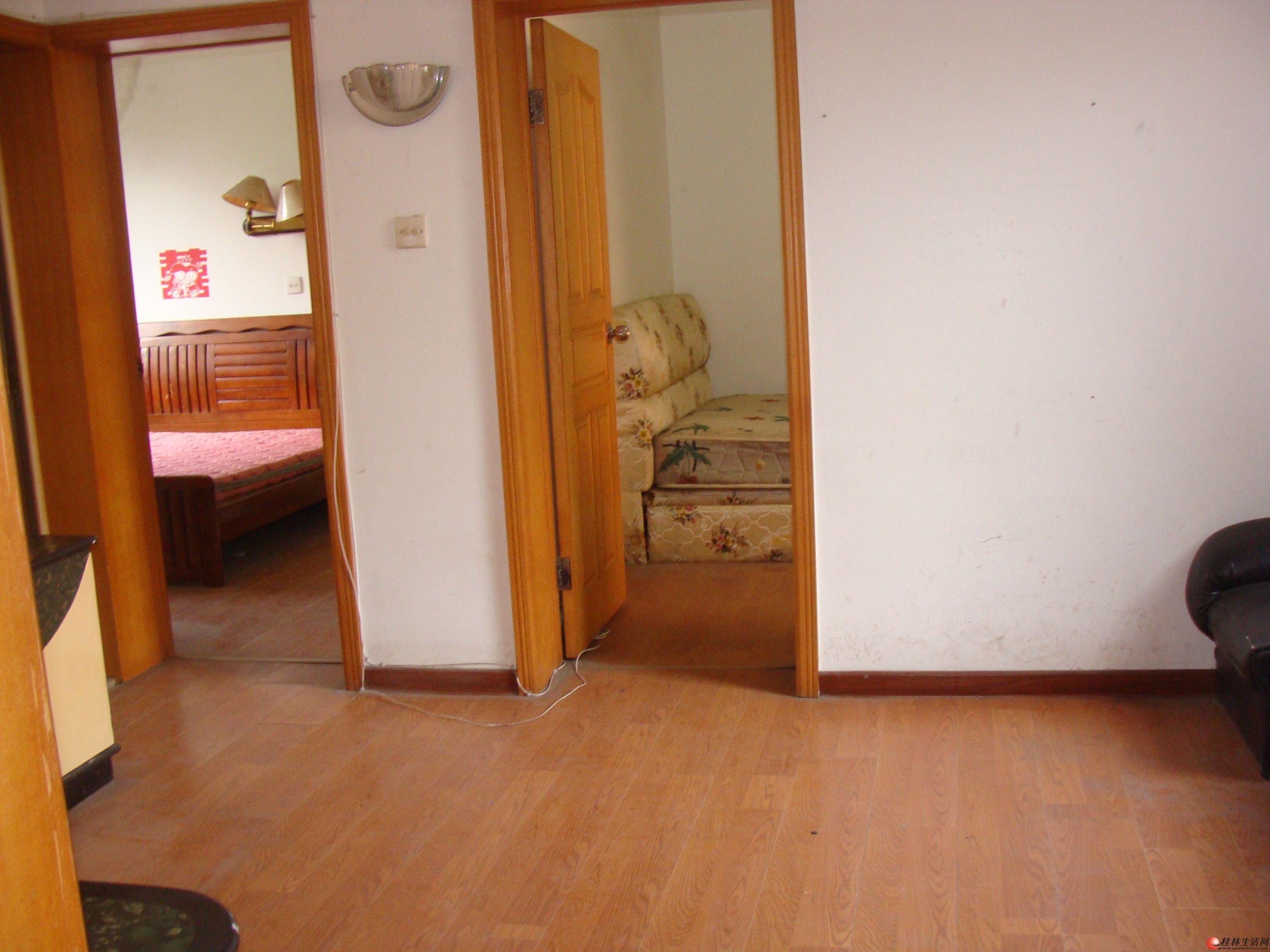 桃花新村小区 4楼二房一厅60平米有冰箱电视热水器家具齐全出租800元