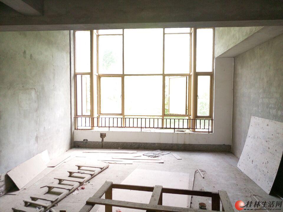 Y公园绿涛湾东园 挑空3层复式 清水300带花园仅售210万