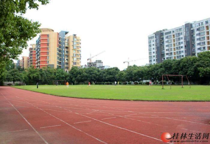 翠竹路琴潭车站旁广航花园小区4房2厅90万送车库+10平杂物间