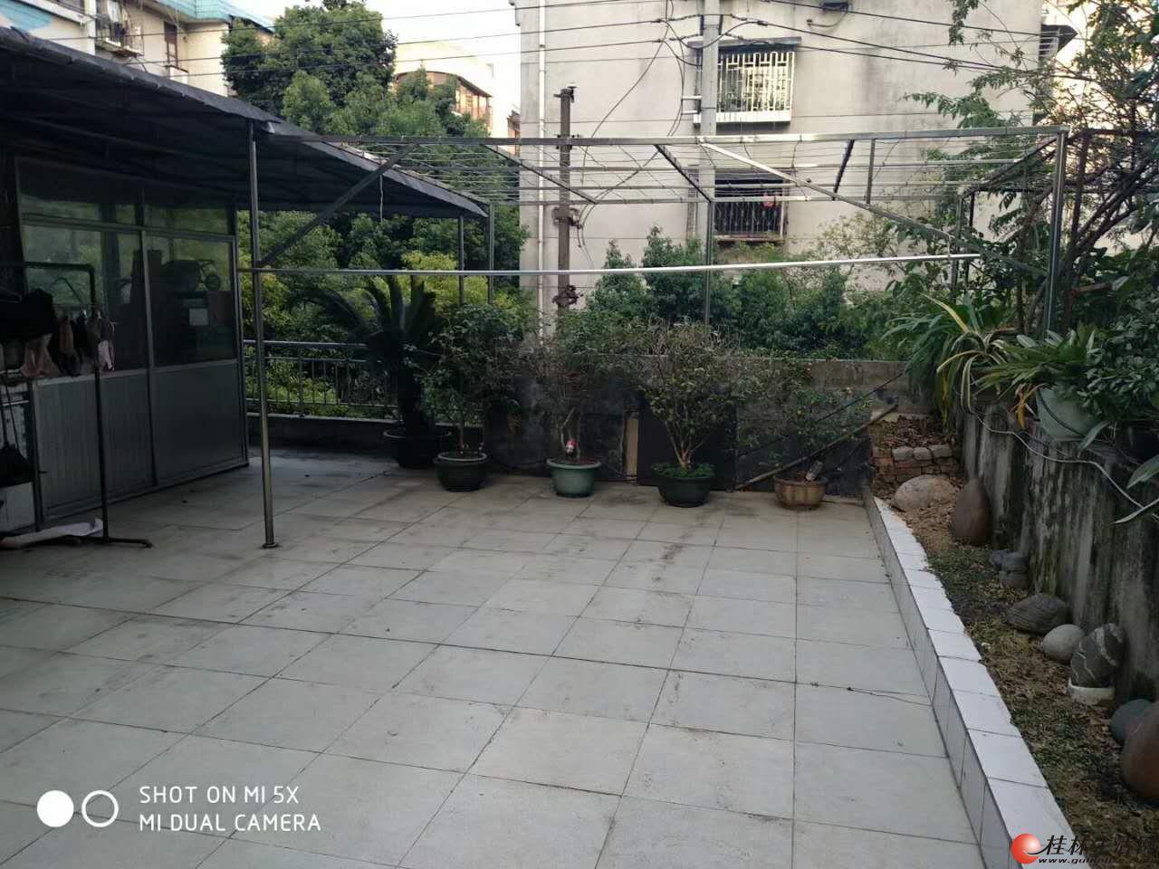 彩虹小区3房2厅带平台大花园