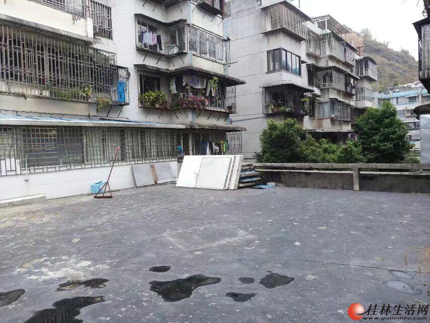 LL乐群小学学区房 西凤路尾 黄金3楼 77.8平72万,可以加建 有院子停车