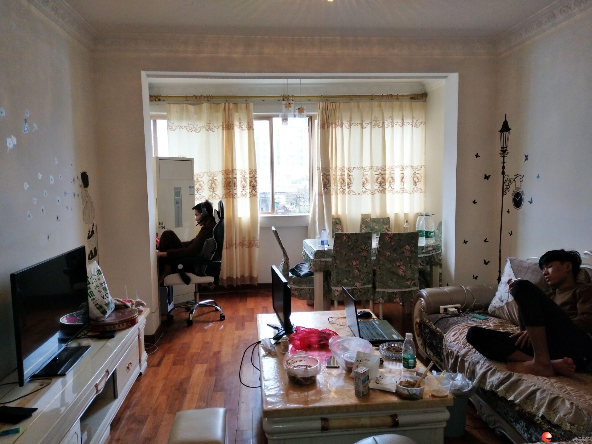 急售!只卖10天!三里店公园绿涛湾 6-7楼复式3房2厅2卫精装 68万