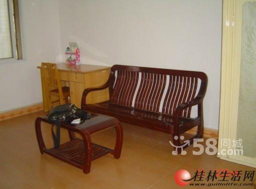 出售,高新区青岭路3房2厅1卫,86平米,2楼,48万带杂物间,中等装修。