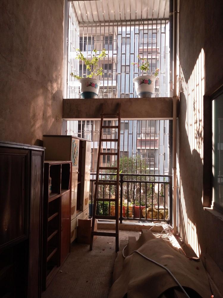 八里街滨江国际桂林日报社小区2楼两层复式清水4房2厅3卫有车库100万