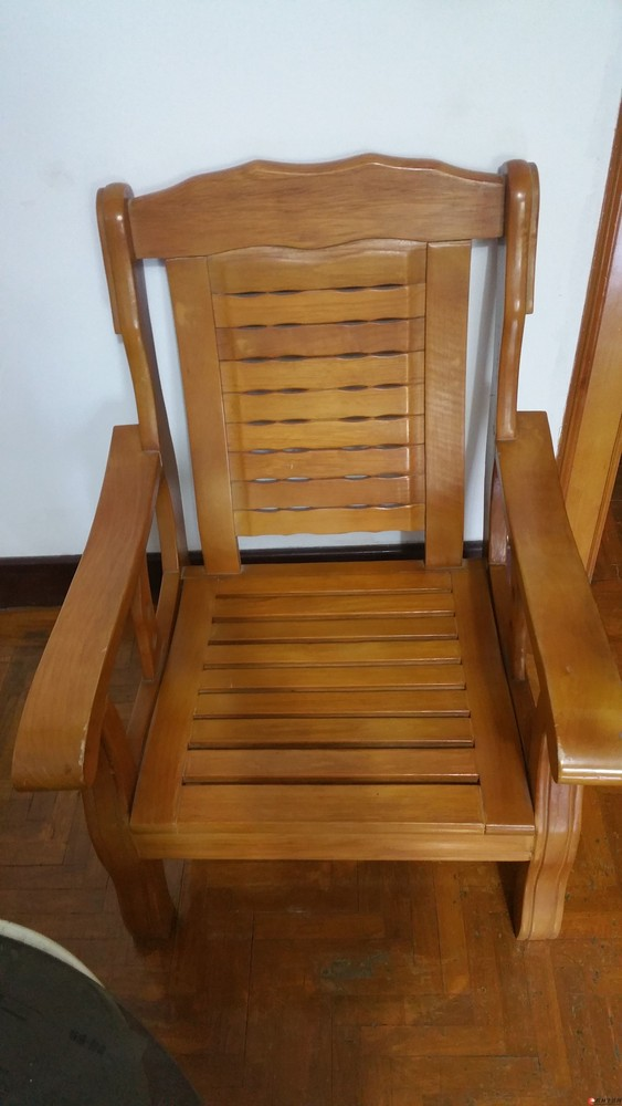 出售舒适实木单人沙发一对