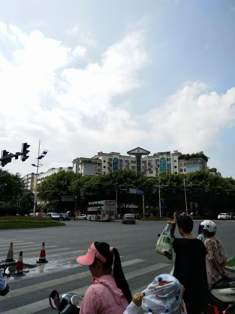 市中心十字街大世界智能大厦写字楼326平方248万
