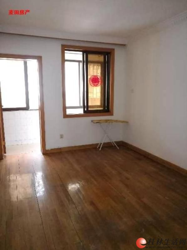 龙船坪新村二房二厅一卫精装出售