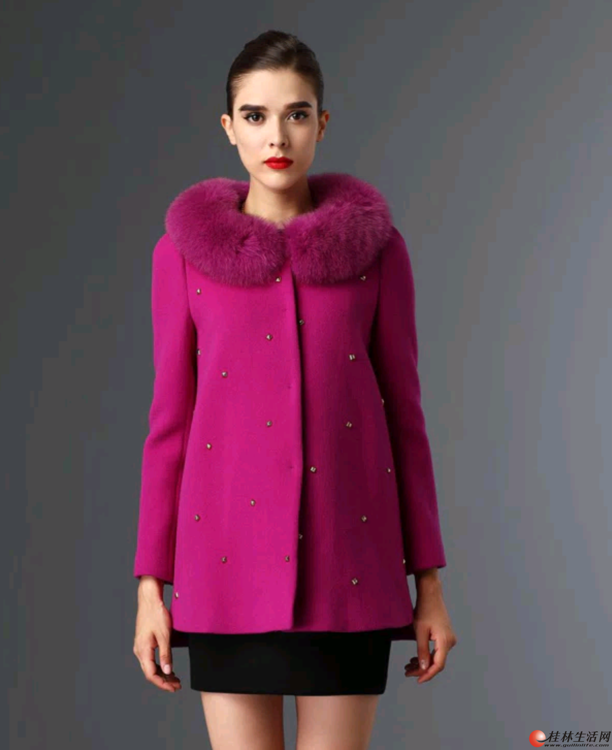 全新欧伊洋品牌的狐狸毛领呢中长大衣低价转让