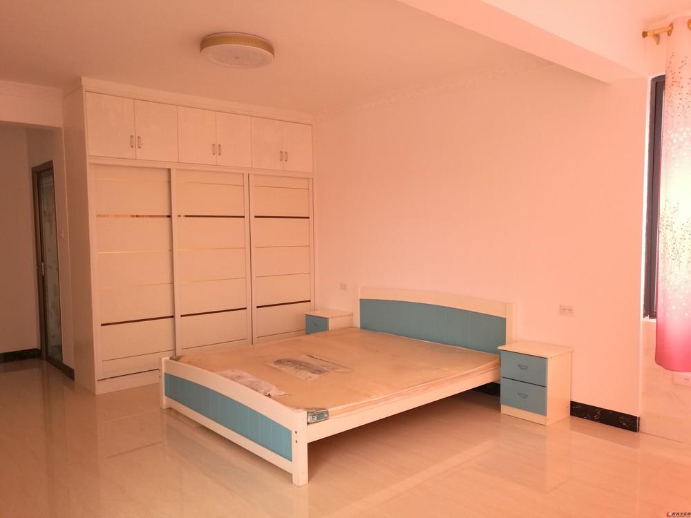 八里街漓江明珠小区电梯楼三房两厅两卫128平米新房新装修出租