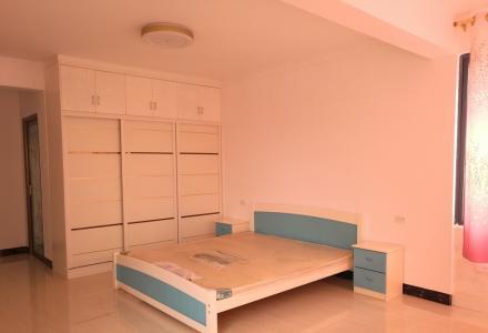 八里街漓江明珠小区电梯楼三房两厅两卫128平米出租,免费使用车库,包物业