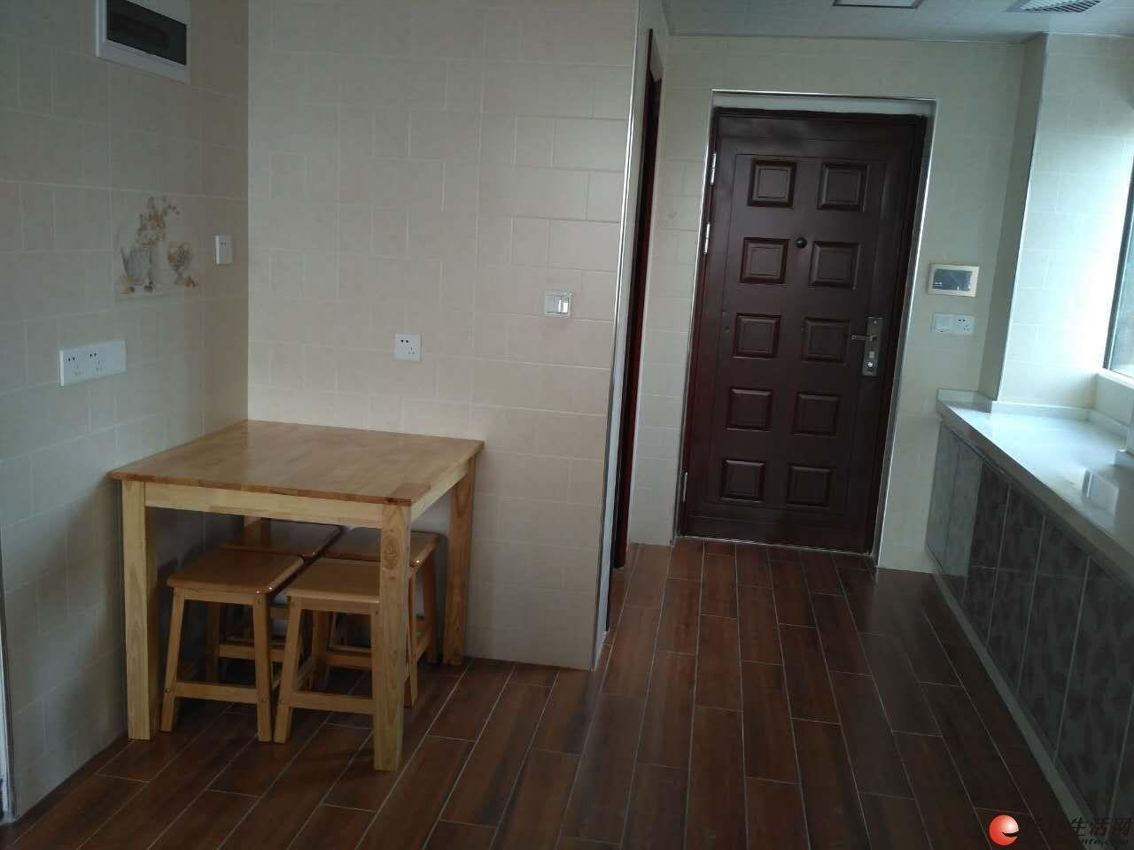 兴进广场精致1房1厅 精装新房 三面采光 带阳台 家俱家电齐全