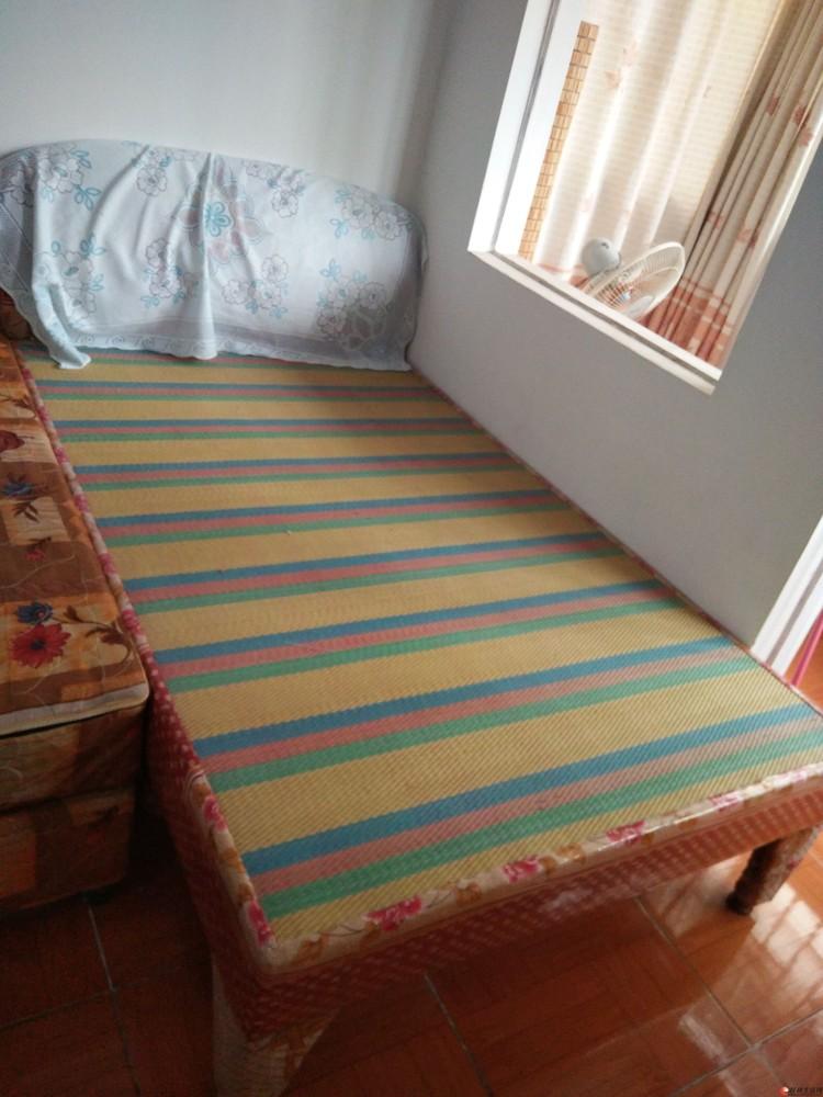 转让八成新席梦思床1.5米带床垫