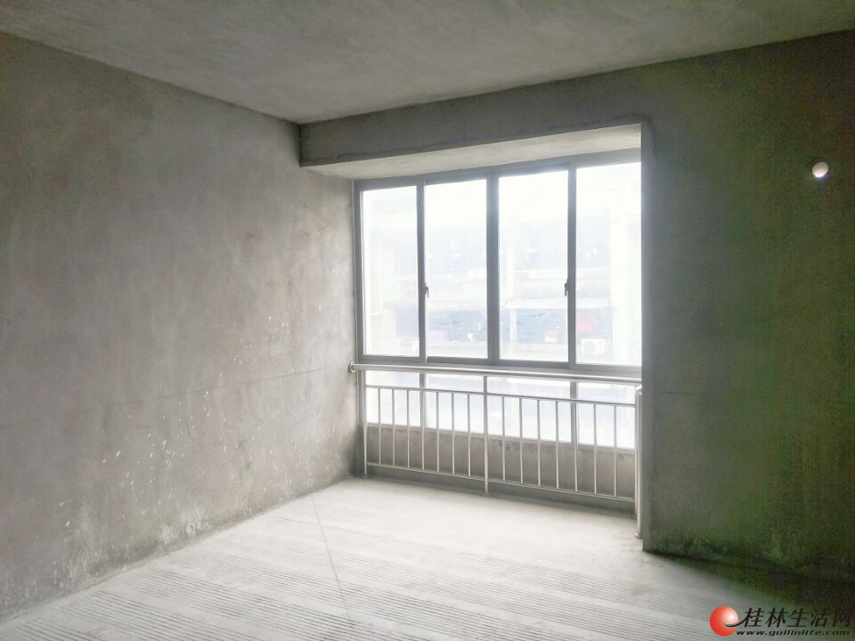 D甲天下广场旁 鑫海国际清水平层5房161平电梯6楼127万