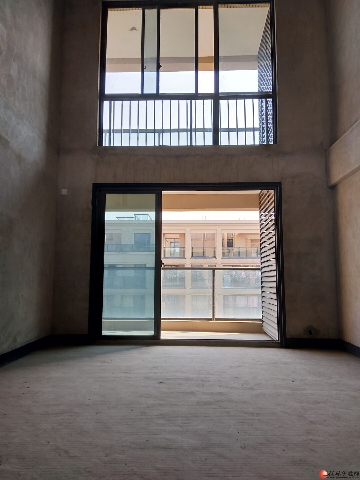 安厦漓江大美 电梯顶层复式 豪宅别墅 5房3厅3卫 170万