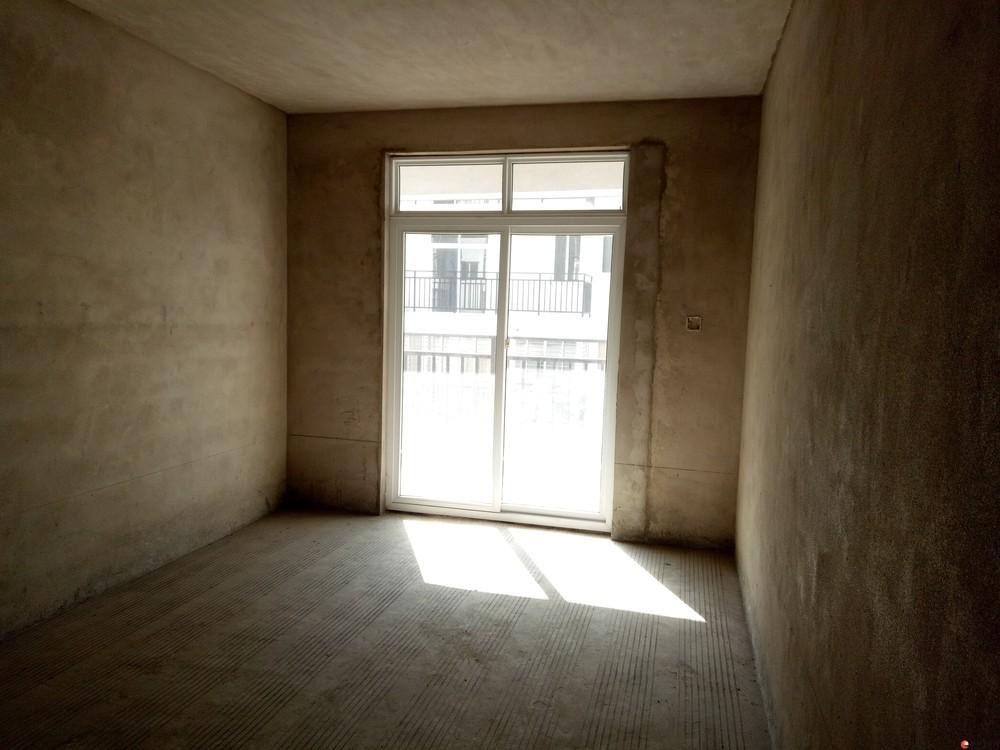 C灵川县  大圩镇  中心广场旁古圩新城 2房2厅清水房3楼87平米22万