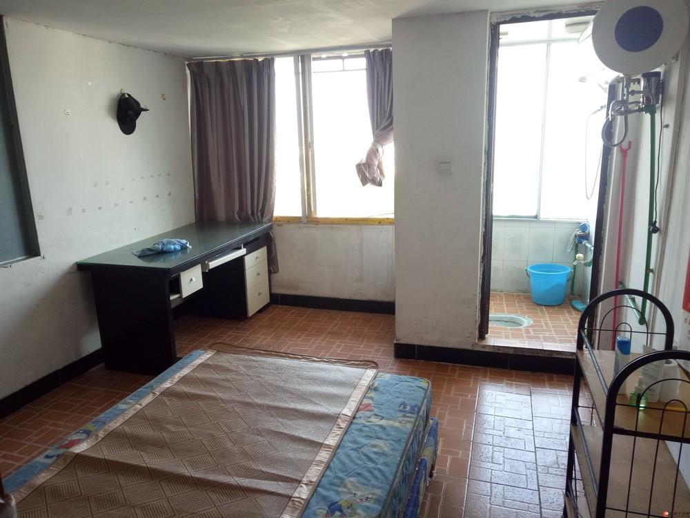 C七星区 广西师大旁奇峰小筑 1房简单配置350元/月