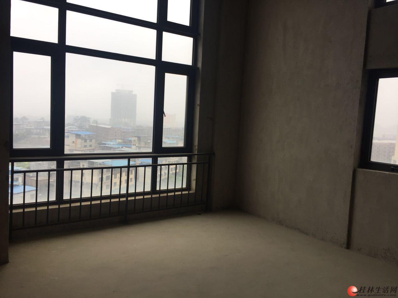 (非中介)花样年花样城LOFT公寓低价出售,买一层得两层,可办公,证件齐全