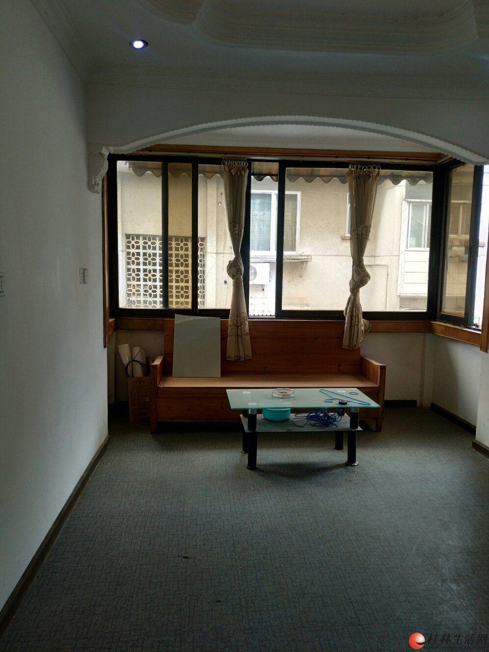 社公巷正阳路步行街旁,中华路学区房,2房1厅五楼小复式顶楼,家电家具全1600元月可议