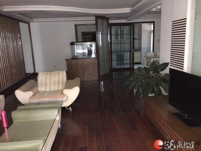 T恒祥花园全新温馨装修,4房2厅出租,13楼,家电齐全,168平米,房子保养好