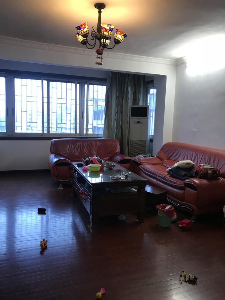 tt汽车南站丹桂大酒店后面 120㎡3房2厅 有杂物间 繁华地段