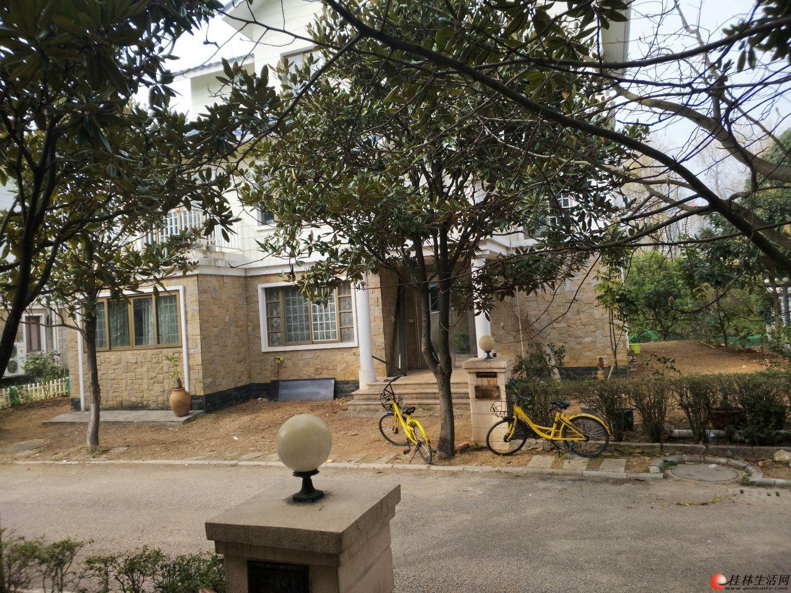 虎山路九里香堤独栋别墅 5室3厅3卫 户型超正占地500平米 350万