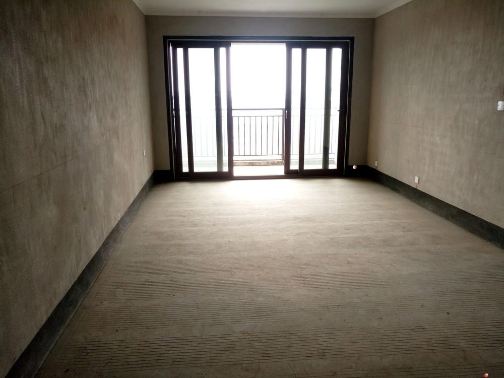 万达广场旁彰泰春天电梯9楼清水阁楼复式4房带露台119万